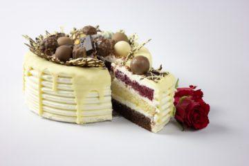 Chocolates Cake